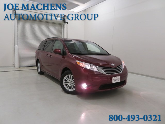 Pre-Owned 2016 Toyota Sienna XLE